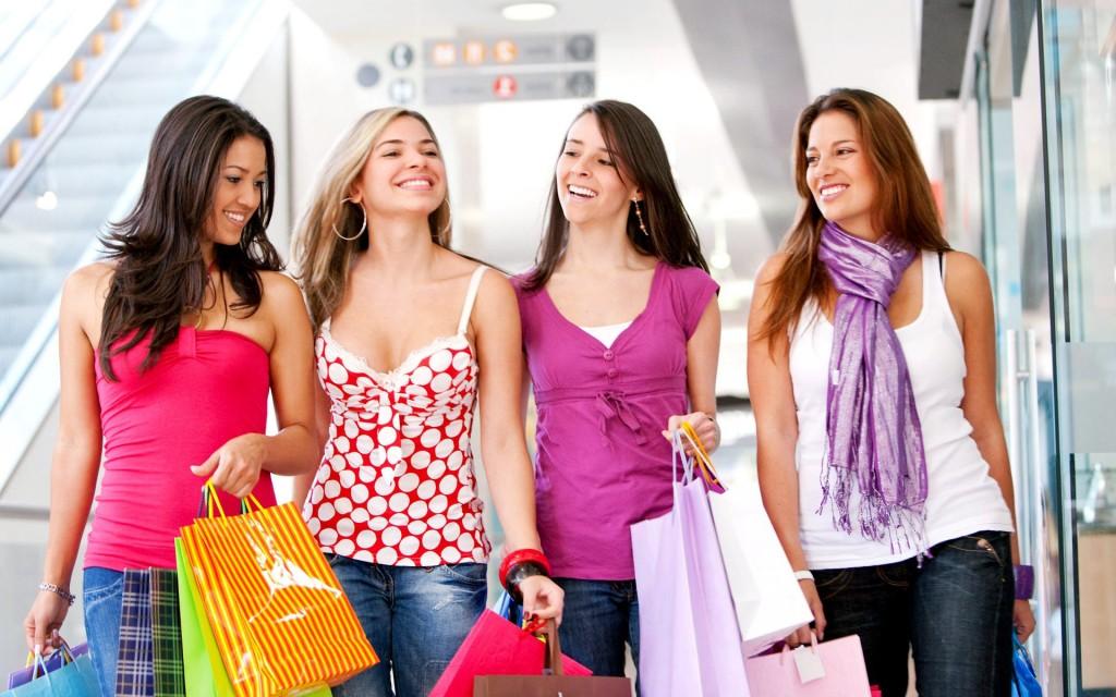 Homens e mulheres devem andar em grupo para serem mais atraentes.